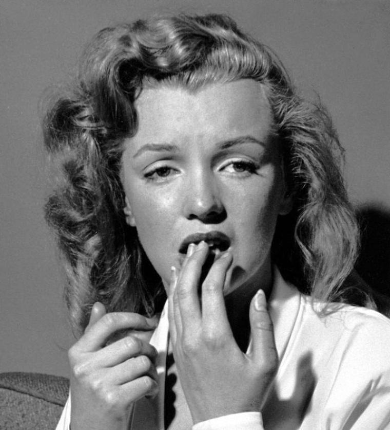 """1949, Marilyn by Philippe HALSMAN (photo) (part 2) : Philippe HALSMAN (letton : Filips HALSMANS), né le 2 mai 1906 à Riga, mort le 25 juin 1979 à New York, est un photographe américain d'origine lettonne, célèbre pour ses portraits de personnalités et ses photos de mode, qui fit partie de la célèbre agence """"Magnum""""."""