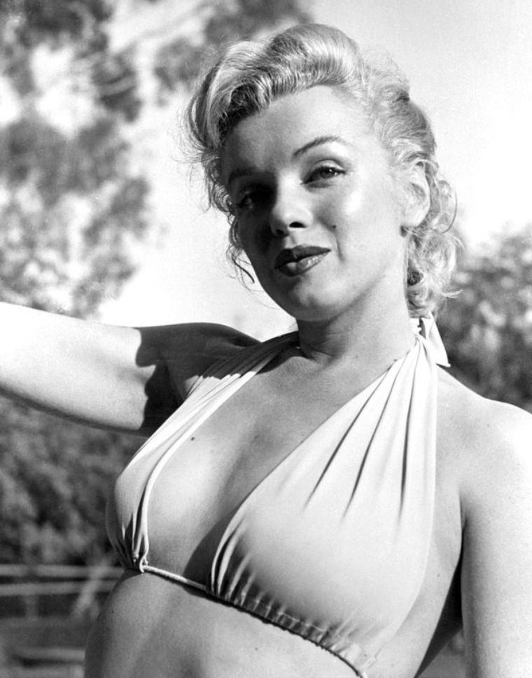 1950 : Marilyn photographiée par Bob BEERMAN à Westwood-Village.