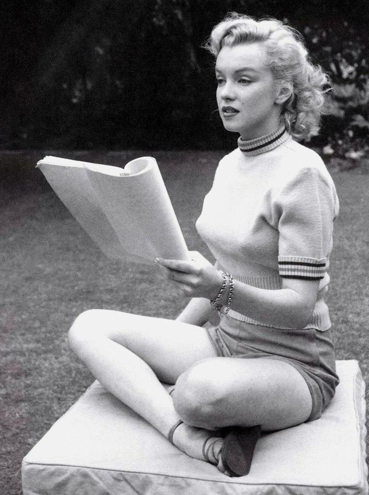 1950 / Session by Earl LEAF, Marilyn en polo et short (part 3).