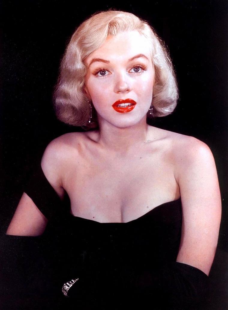 """1950 / Photos promotionnelles pour le film """"The asphalt jungle"""", certaines signées Frank POWOLNY et H MAIER."""