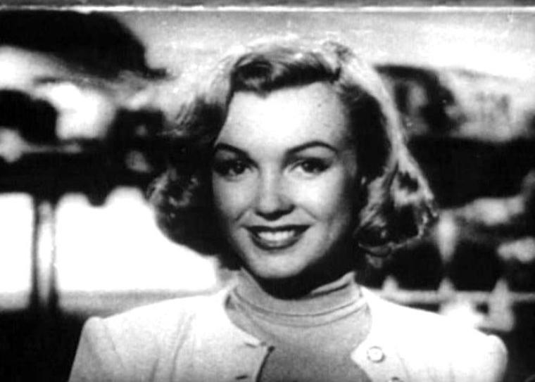 On termine cette année 1950 avec Marilyn dans une publicité pour une compagnie pétrolière vantant les bienfaits de leur essence pour sa voiture (captures d'écran car pas de photos).
