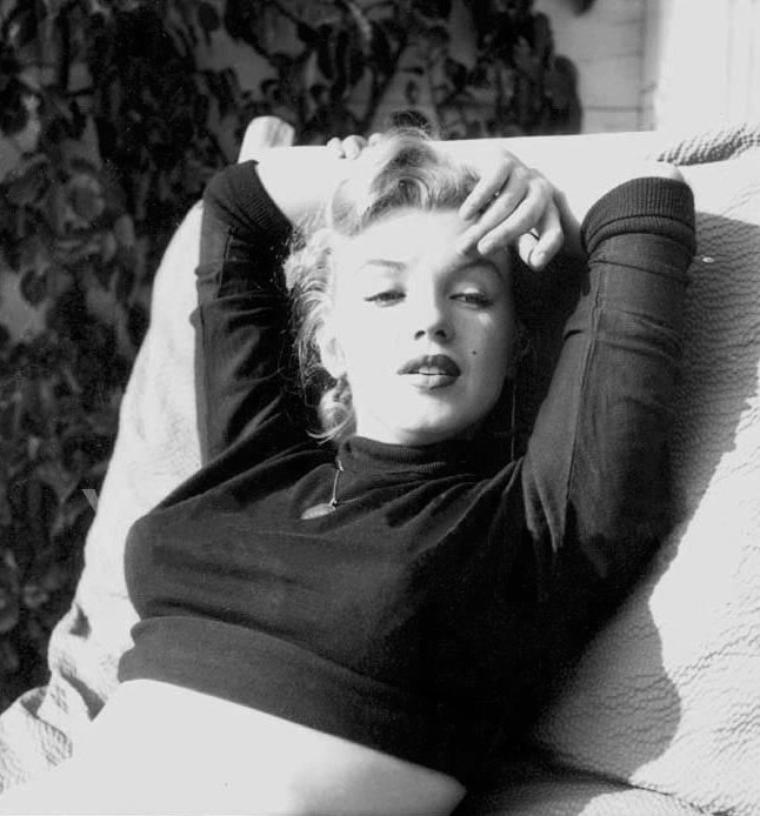 1951 : Marilyn photographiée tour à tour par Bob BEERMAN et J.R. EYERMAN, sur les hauteurs de Hollywood.