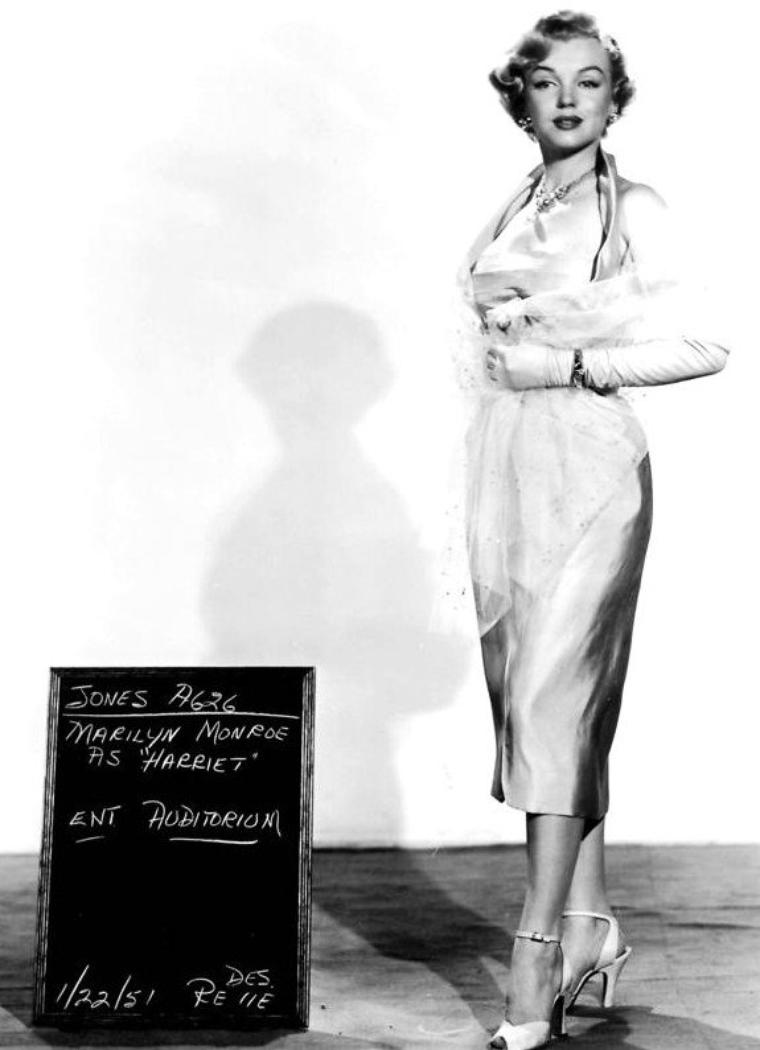 "1951, tests costumes pour le film ""As young as you feel""."