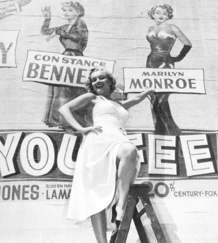 """1951 Marilyn à l'affiche ! (à propos du film """"As young as you feel""""). Cette petite comédie très américaine dans ses propos moraux (et même moralisateurs), dans ses personnages et dans ses décors, tend des fois presque vers des tons à la Frank CAPRA. Le titre français, """"Rendez-moi ma femme"""", n'est pas très opportun puisqu'il fait allusion à une intrigue de second plan. Le titre original, """"As young as you feel"""", peut se traduire par un """"aussi jeune que tu le sens""""."""