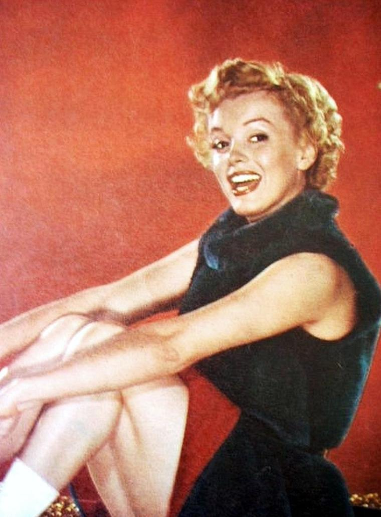 """1952, session photographique de Bruno BERNARD dit """"Bernard of Hollywood"""" avec lequel elle posa lorsqu'elle s'appelait encore Norma Jeane. Marilyn s'apprête à tourner """"Clash by night""""."""