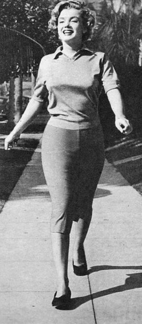 1952, Marilyn sous l'oeil de Ben ROSS. Marilyn avait toujours besoin de se cultiver et lisait beaucoup.