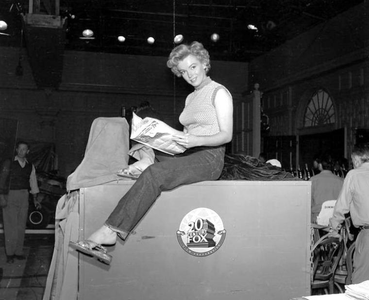 "1952, Marilyn sur le plateau du film ""Clash by night"" (Le démon s'éveille la nuit)."