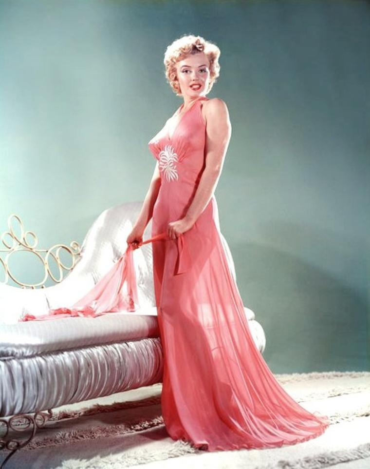 """1952, Marilyn dans d'autres déshabillés pose ici pour Bruno BERNARD dit """"Bernard of Hollywood"""" avec lequel elle fit de nombreuses sessions photos alors qu'elle s'appelait encore Norma Jeane."""