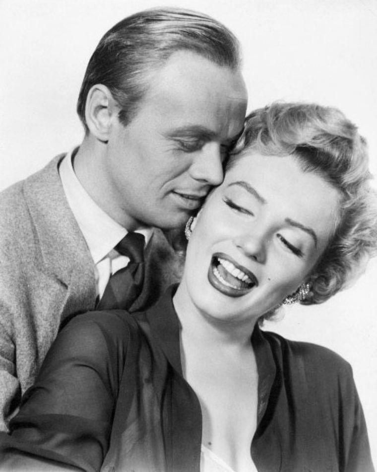 """1952, photos promotionnelles du film """"Don't bother to knock"""" où Marilyn pose aux côtés de Richard WIDMARK (photo), son partenaire principal dans le film."""