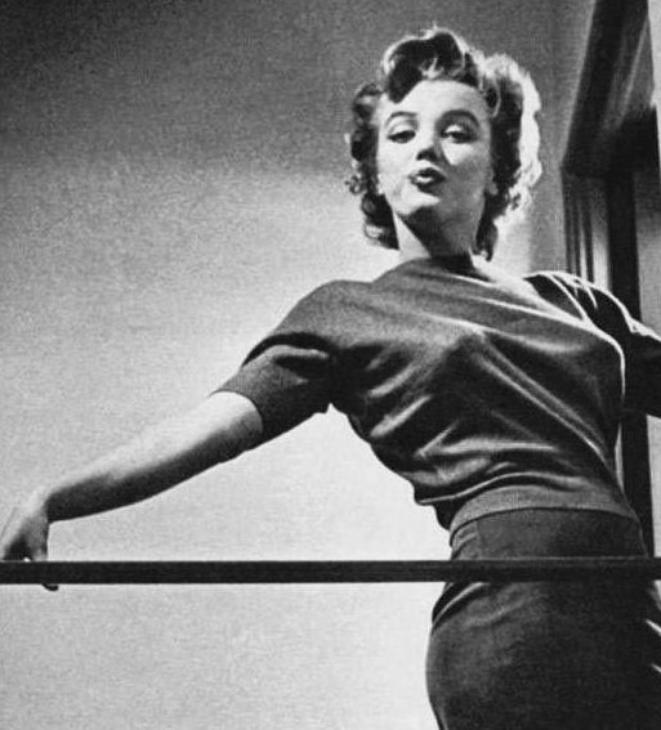 """1952, Marilyn donne une interview au magazine """"Life"""" sous l'oeil de Philippe HALSMAN."""