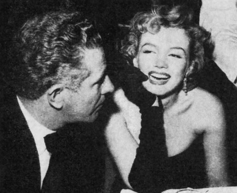 """1952, Marilyn participe à la Première du film """"The african Queen"""", de John HUSTON, avec Katharine HEPBURN et Humphrey BOGART."""