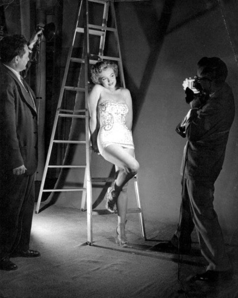 "1952, photos promotionnelles pour le film ""We're not married"", avec des clichés de Art ADAMS (part 2)."
