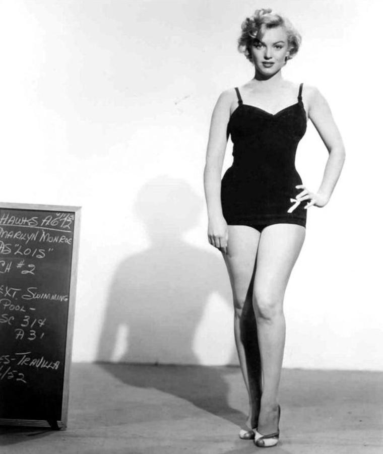"""1952, ESSAIS COSTUMES pour le film """"Monkey business""""."""
