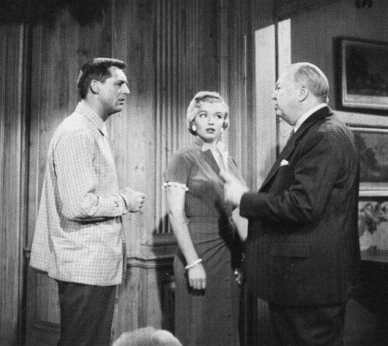 """1952, """"Monkey business"""" (Chérie, je me sens rajeunir) de Howard HAWKS / CRITIQUE part 4 / « Regarder le chaos en s'amusant », tel était le principe comique de Howard HAWKS. Or, qui doit le plus s'amuser de la farce, sinon celui qui est à l'origine de tout : le singe de laboratoire qui, fuguant de sa cage, a joué à l'apprenti sorcier, mélangé tous les produits chimiques, et créé la fameuse potion. C'est, encore une fois chez HAWKS, comme dans plusieurs de ses films , la bête qui mène la danse, comme si le cinéaste voulait nous dire une bonne fois pour toutes que l'homme n'est qu'un animal comme les autres. Cette joyeuse pagaille sur fond de formule magique et de performance d'acteur vient mettre un peu d'aventure dans le quotidien d'un vieux couple qui s'ennuie et pose une fois encore la question qui passionne le cinéma classique hollywoodien : est-ce que le couple peut se bonifier avec le temps ? Et HAWKS, qui coulait alors des jours heureux avec une toute nouvelle et toute jeune compagne, y répond avec un franc optimisme."""