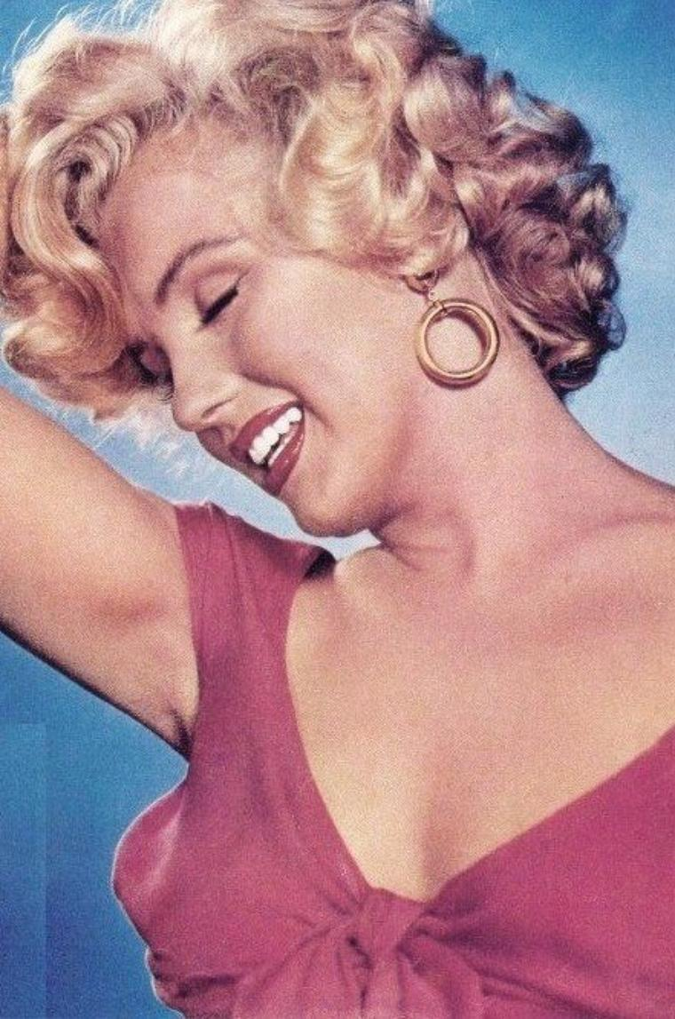 """COVERS et photos publicitaires de Marilyn pour le film """"Niagara"""" d'Henry HATHAWAY."""