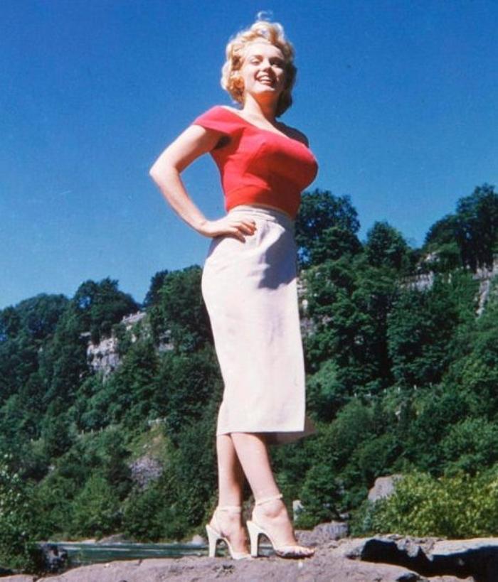 """Marilyn photographiée lors du tournage du film """"Niagara"""" par son maquilleur, Whitey SNYDER (très rares). JUST MAGNIFIQUE !"""