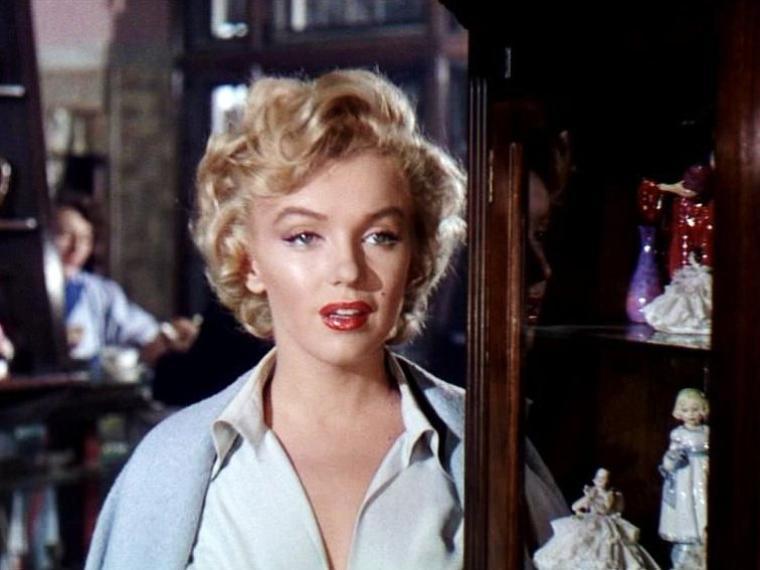 """1952-53 """"Niagara"""" d'Henry HATHAWAY / Commentaire (part 5) / Même la séquence d'action finale, qui prend place – comme on pouvait s'y attendre – au milieu du torrent, est caractéristique de ce traitement naturaliste, fait de précision, d'efficacité et de simplicité (on pourra la comparer avec la scène finale des """"Nerfs à vif"""" (1962) de Jack Lee-THOMPSON et son visuel hérité de l'expressionnisme symbolique). L'approche réaliste n'empêche évidemment pas quelques fulgurances visuelles plus osées, comme la scène du meurtre à l'intérieur du clocher et l'utilisation que fait le réalisateur du grand angle et des ombres portées pour donner un aspect plus violent, tragique et lourd de sens à l'action filmée..."""