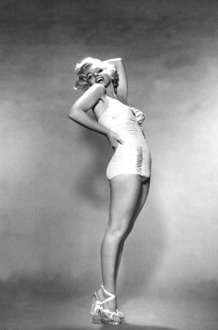 1953, Nouvelle rencontre pour Marilyn, le photographe Nick De MORGOLI avec qui elle fera cette session de photos pour une publicité (part 2).