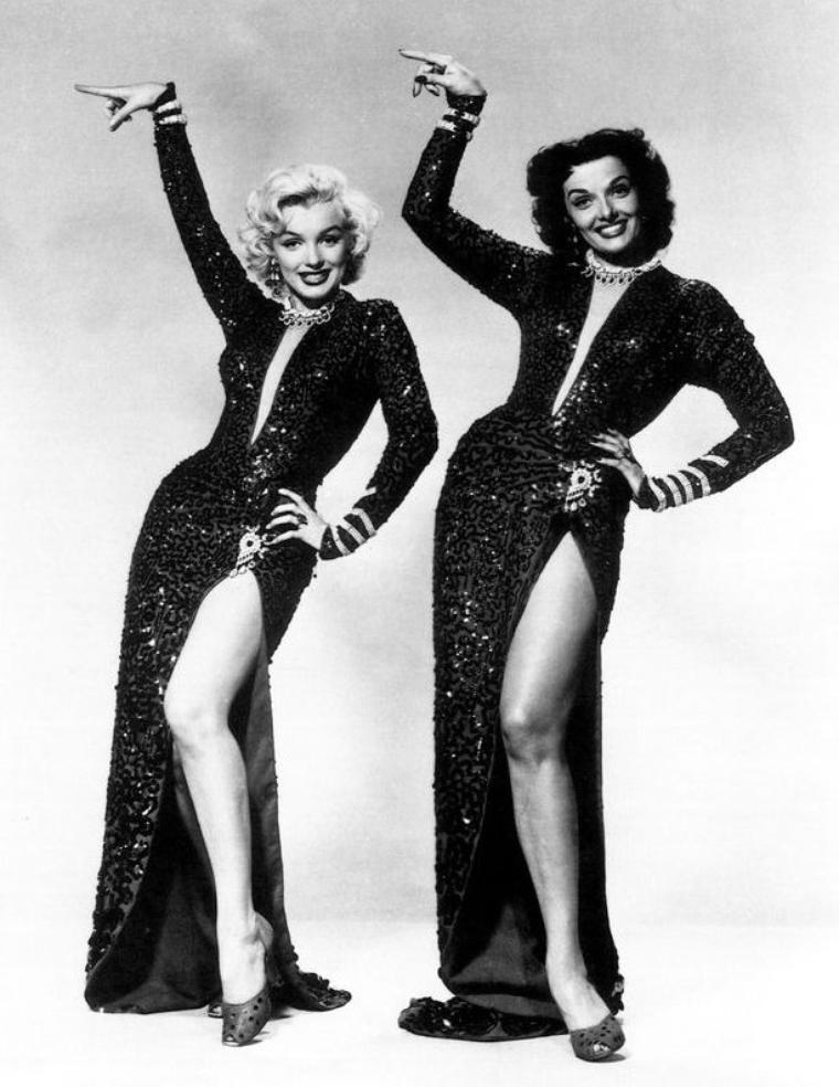 """1953, DUO de charme, DUO de choc, Marilyn et Jane RUSSELL posent pour des photos publicitaires pour le film """"Gentlemen prefer blondes"""" de Howard HAWKS (part 2)."""