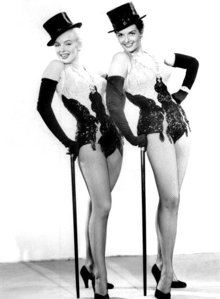 """1953, DUO de charme, DUO de choc, Marilyn et Jane RUSSELL posent pour des photos publicitaires pour le film """"Gentlemen prefer blondes"""" de Howard HAWKS (part 6)."""