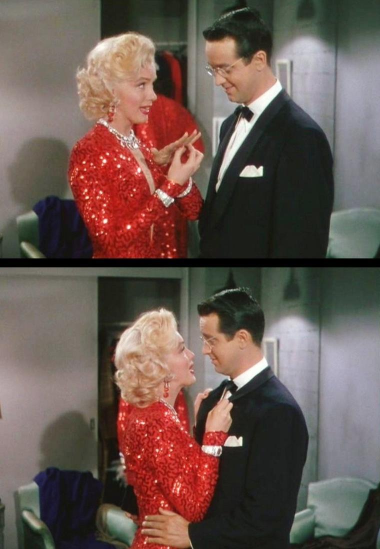 """1953 """"Gentlemen prefer blondes"""" (Les hommes préfèrent les blondes) de Howard HAWKS / CRITIQUE (part 2) / Dans le numéro le plus célèbre du film, qui consacra définitivement l'héroïne de """"Niagara"""" et l'éleva au rang de sex-symbol incontesté, la jeune danseuse de cabaret et chercheuse d'or Lorelei LEE hurle son refus aux hommes qui lui offrent leur c½ur. « Les Français aiment mourir d'amour ? Ils aiment se battre en duel ? » Très peu pour elle : car les meilleurs amis d'une fille, ce sont les diamants, qui restent quand l'amour n'est plus, quand les rides ont remplacé les ½illades sensuelles. Amoral, """"Les hommes préfèrent les blondes"""" l'est à plus d'un titre : voici qu'un film hollywoodien, aux dépens de tout romantisme, soutient l'appât du gain, la volonté d'une fille de Little Rock de passer de l'autre côté de la barrière, celle des millions, de Wall Street, et des tiares de princesse inestimables. Car, comme Lorelei LEE, du haut de son intelligence de blonde platine l'explique, reste-t-il du temps pour l'amour quand on s'inquiète trop du manque d'argent ? Et même si son amie Dorothy SHAW, elle, fond plutôt pour les beaux gars sans le sou, on retient surtout du film que Lorelei parvient à ses fins, en épousant son doux et ridicule Esmond, non pour son argent, mais pour... celui de son père."""