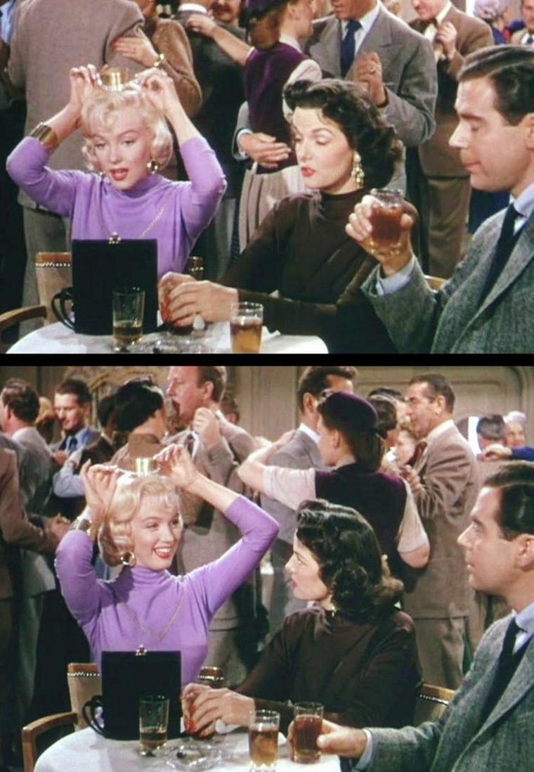 """1953 """"Gentlemen prefer blondes"""" (Les hommes préfèrent les blondes) de Howard HAWKS / CRITIQUE / L'histoire des """"Hommes préfèrent les blondes"""" met en présence une blonde éthérée, arriviste et sournoise, et une brune sentimentale au caractère bien trempé. L'une arborant une garde-robe rouge vif incandescent et donc le sexe en étendard, et l'autre cachant son mystère derrière un noir des plus exquis et langoureux. En quelque sorte deux facettes d'un éternel féminin se retrouvent incarnées en Marilyn et RUSSELL. Surtout que les deux personnages s'entendent parfaitement, agissent en complémentarité et resteront solidaires dans leurs aventures. La satire atteint son apogée lors de la scène du procès, au passage complètement grand-guignolesque et totalement irréaliste, lorsque Jane RUSSELL doit imiter Marilyn (l'histoire l'amène à prendre l'identité de son amie pour cette séquence). Forte d'une performance éclatante, RUSSELL parvient avec jubilation à retranscrire les mimiques appuyées de Marilyn et l'attitude tentatrice, superficielle et fausse du personnage."""