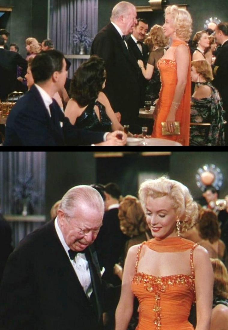 """1953 """"Gentlemen prefer blondes"""" (Les hommes préfèrent les blondes) de Howard HAWKS / Un des grands atouts de """"Les Hommes préfèrent les blondes"""" réside dans son montage. Les scènes musicales y sont agencées de telle sorte que chacune ressort. Le générique tout d'abord nous met en bouche avec Lorelei et Dorothy chantant """"Just a little girl from little rock"""" dans des magnifiques fourreaux rouges à paillettes, fendus jusqu'à mi-cuisse (tenues qui seront les plus utilisées pour les photos de promotion). Une ouverture qui en met plein la vue et qui annonce un développement plutôt """"chaud/show"""". Après une brève mise en place de la situation, le départ du bateau permet d'enchaîner directement sur le très célèbre """"Bye Bye Baby"""" qui va d'un solo très enlevé de Jane RUSSELL à un solo très langoureux de Marilyn, en passant par des scènes de groupes très sympathiques et rythmées. Une scène qui reflète la structure du film, une façon de dire aux spectateurs """"Accrochez vos ceintures, on démarre et vous n'allez pas être déçus!"""". Le bateau démarre donc et c'est Dorothy qui commence aussitôt avec son solo """"Ain't There Anyone Here for Love"""" Zizgagant au milieux d'athlètes hypra musclés et dénués de tout attrait physique, elle pétille d'insolence et installe parfaitement le côté anti-machiste de son personnage..."""