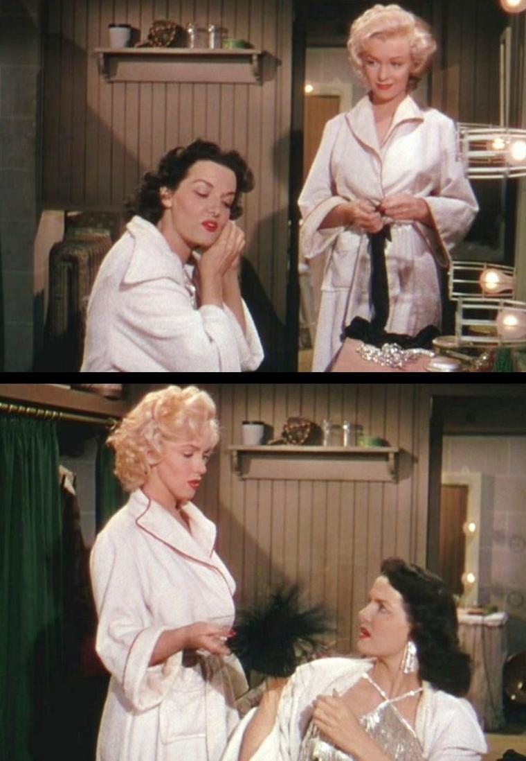 """1953 """"Gentlemen prefer blondes"""" (Les hommes préfèrent les blondes) de Howard HAWKS / CRITIQUE / """"Les hommes préfèrent les blondes"""" pousse l'aspect cartoonesque des comédies de HAWKS (autres titres inoubliables : """"L'impossible M. Bébé"""", """"Chérie je me sens rajeunir"""", """"La dame du vendredi"""") à son paroxysme. Le Technicolor est flamboyant et donc délicieusement irréel ; les péripéties du scénario jouent toutes sur la note burlesque, qu'elles soient mineures – Marilyn bloquée au niveau des hanches dans un hublot de bateau – ou majeures (la brune Jane RUSSELL qui remplace la blonde Marilyn à son procès, en imitant son maquillage, sa voix et ses manières) ; les personnages sont des caricatures tirées à gros traits, en particulier la brochette de riches héritiers mâles qui vont du timide à lunettes dans toute sa splendeur au gamin de 7 ans dont le langage et les attitudes sont ceux d'un adulte de 50 ans..."""