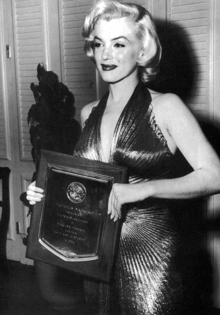 """1953, """"The new Star award"""" (part 2). On peux voir sur une photo, le duo de comiques de l'époque, Jerry LEWIS et Dean MARTIN."""