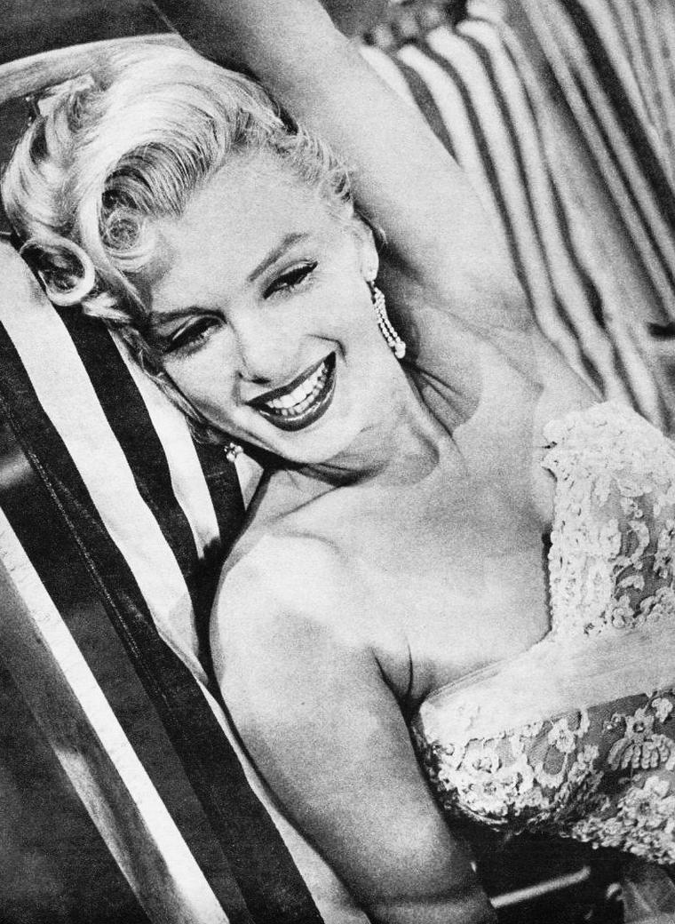 """1953 """"The Jack BENNY Show"""" (part 3) VIDEOS / Marilyn apparaît dans la part 2 de la video, mais j'ai choisi de la mettre intégralement, car je trouve le sketch assez drôle."""
