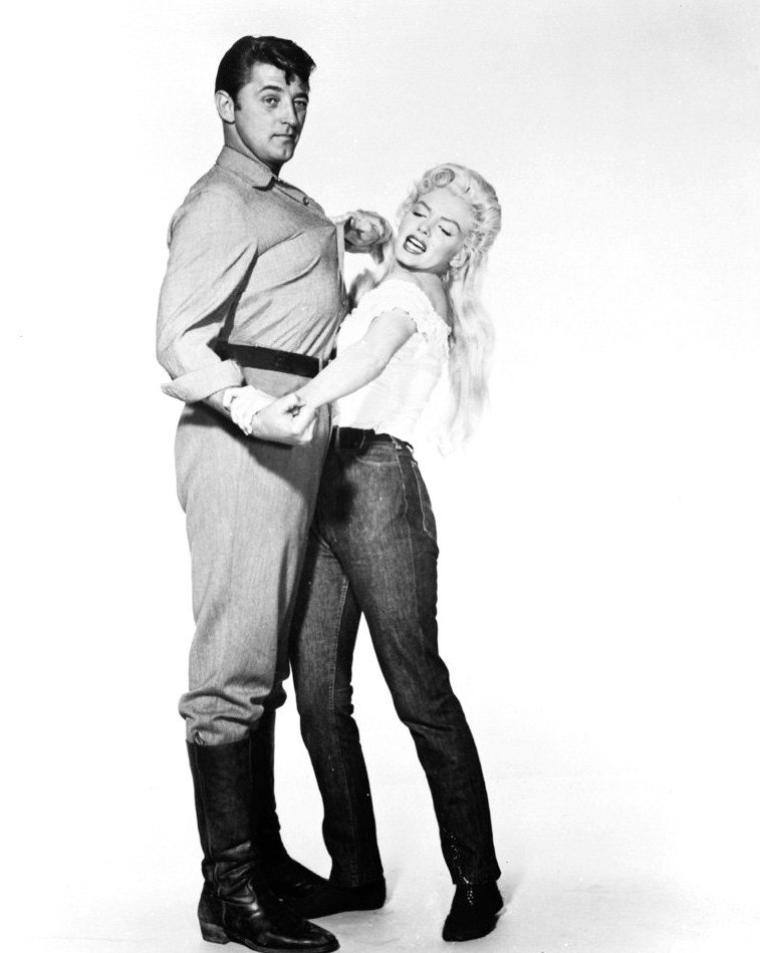 """1953, photos publicitaires de Marilyn et Robert MITCHUM pour le film """"River of no return"""" d'Otto PREMINGER, ainsi que tests coiffures et costumes..."""