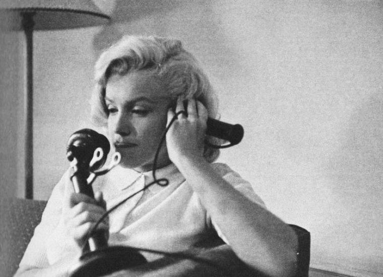 """1953, Marilyn dans son chalet à Banff (Canada) lors du tournage du film """"River of no return"""" d'Otto PREMINGER, sous l'objectif de John VACHON (part 2)."""