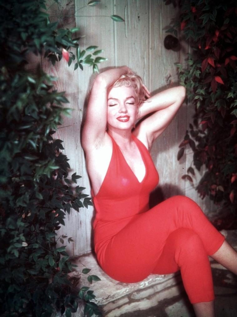 ETE 1954, Marilyn sous l'objectif de Ted BARON (session combinaison rouge).