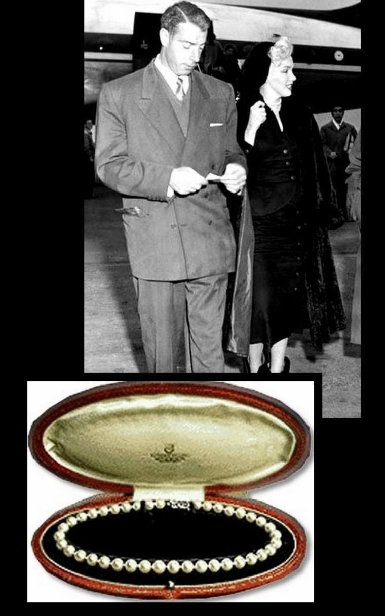 Entre le 11 et le 13 Février 1954, Marilyn est toujours autant demandée ; le couple se rend en visite à Kobé où ils font la connaissance de plusieurs officiels et geishas, participant à de nombreux dîners où Marilyn notamment apprend à manier les baguettes ; ils se rendent également à Tokyo où Marilyn se voit offrir un magnifique collier de perles par l'Empereur du Japon en personne ; Marilyn accompagne également son mari Joe à la visite d'un stade ; un autre jour, ils sont en visite à Hiroshima, ville tristement célèbre , découvrant par des maquettes l'aspect de la ville lors du bombardement.