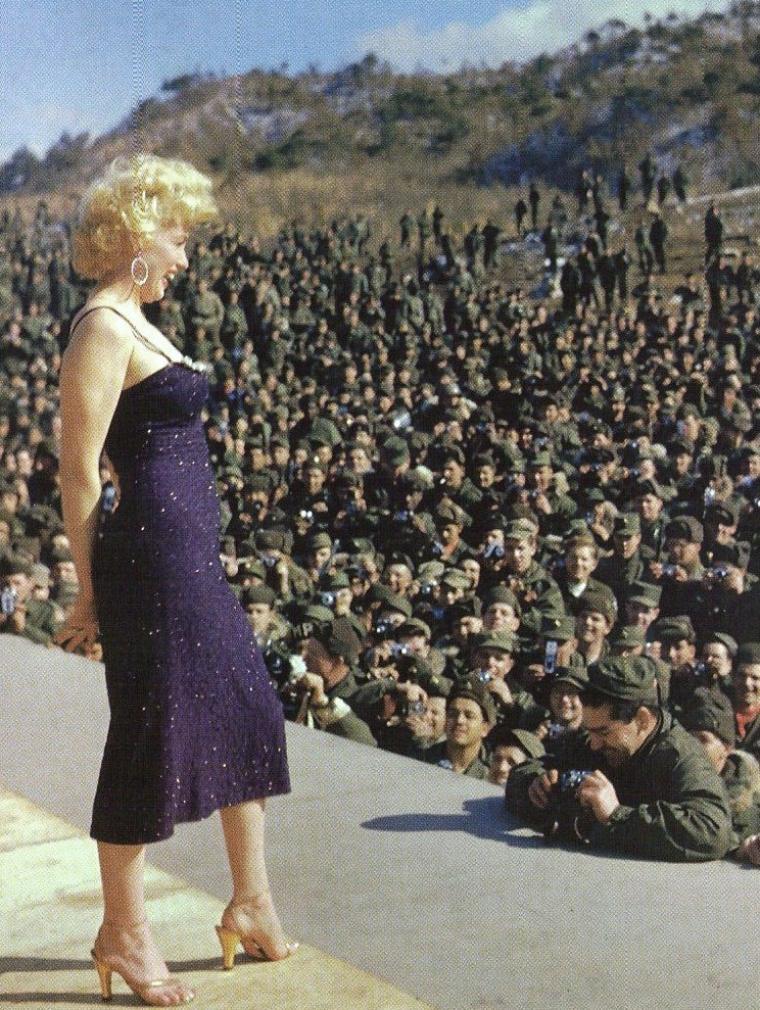 Plusieurs photographes professionnels ont immortalisé ce séjour Sud-Coréen de Marilyn : Yale JOËL, Bob JENNINGS, David CICERO, Walt DURRELL ; ainsi que des photographes de l'armée et des centaines de milliers de soldats amateurs. C'est pourquoi il existe des milliers de clichés de Marilyn pris en Corée, ainsi que de nombreuses séquences filmées.