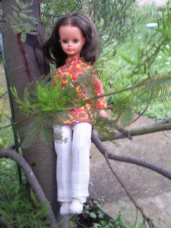 Une accalmie  et Cathie profite du jardin.