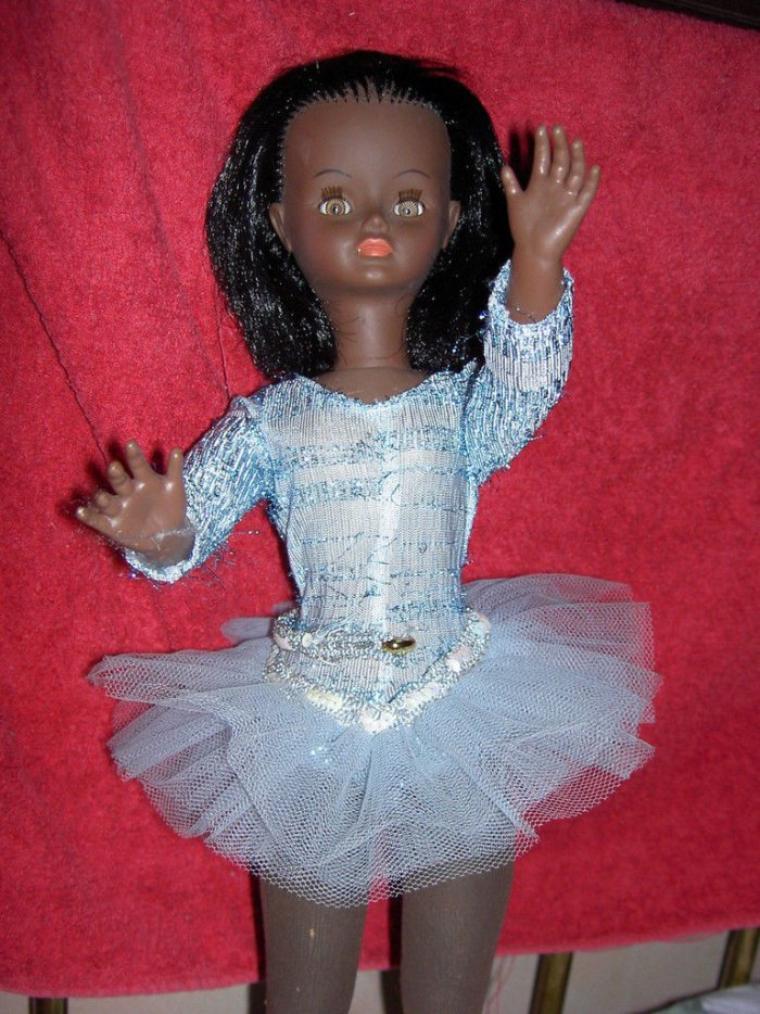 Une adorable Candy  avec une belle garde-robe a été adoptée pour 441   euros sur E.. Peux-être par une copinaute?.
