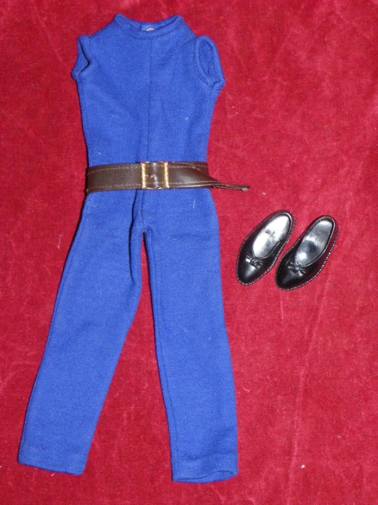 Une tenue pour Cathie a été vendue aux enchères pour 124 euros... certainement une tenue trèèèèèèèèèès rare.
