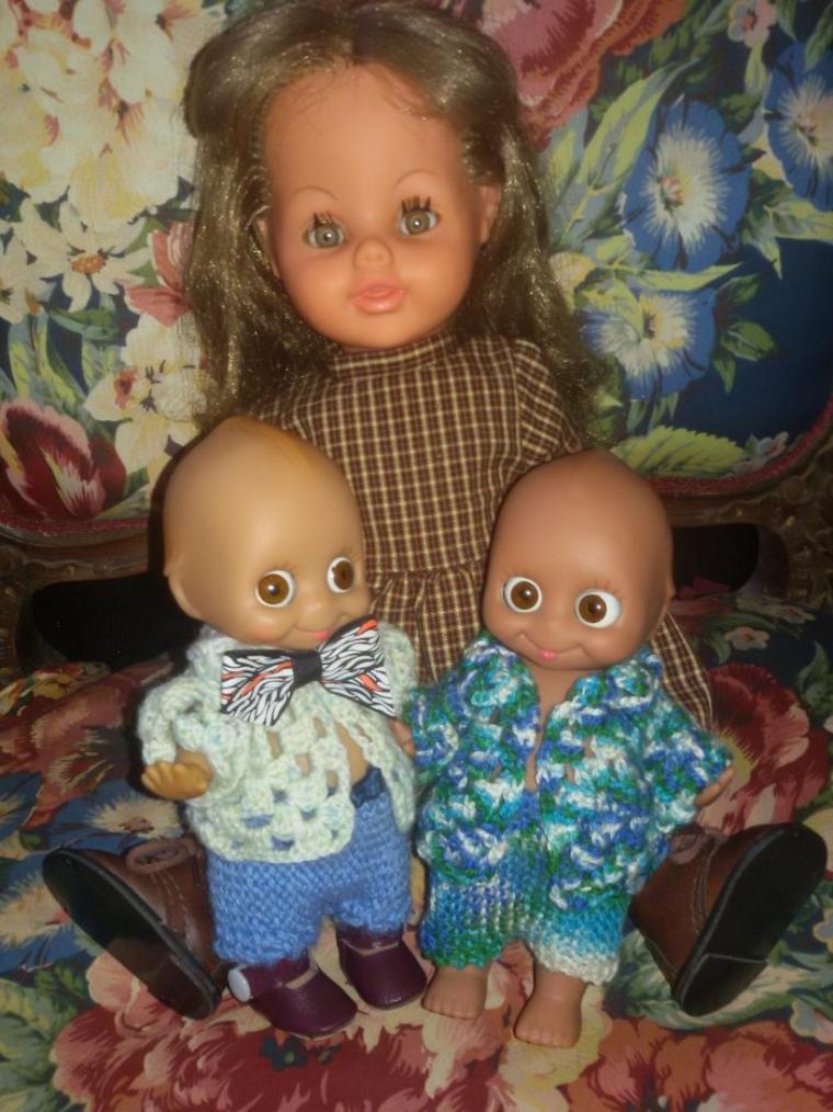 Les 2 Googlie de la maison et Georgette de Bella attendent patiemment Noel, et  sont contents, maman  va s'occuper d'eux.