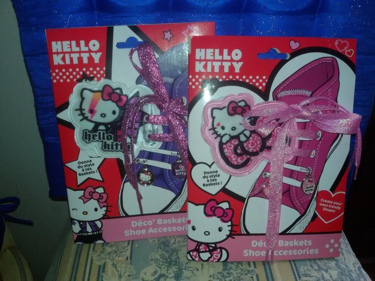 Petits achats pour les grandes poupées.