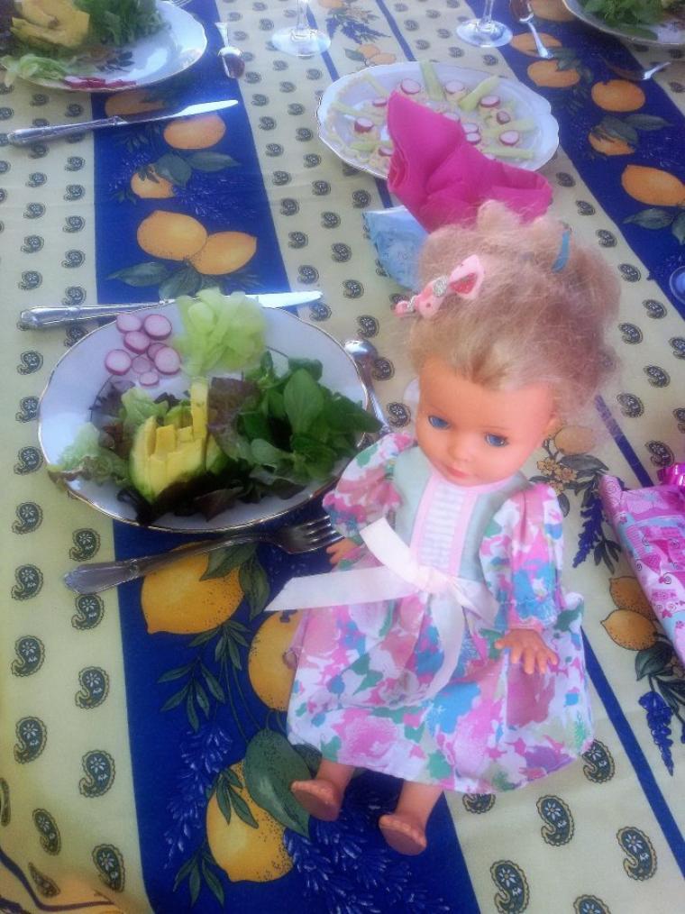 Anniv de Vanessa le 13 aout 2017. Déjà 24 ans. Repas préparé par ses soins,  Les poupées se sont invitées pour les photos.
