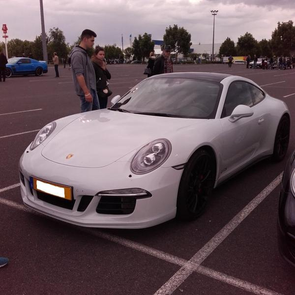 // PORSCHE 911 CARRERA 4 GTS //