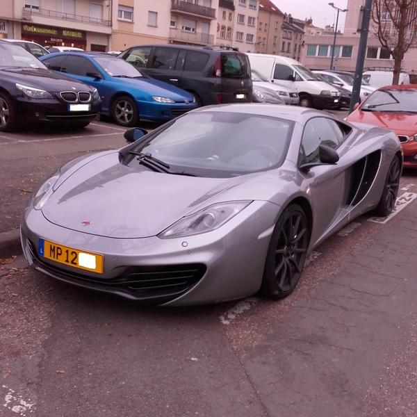// MC LAREN MP4-12C //