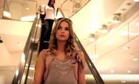 #1x01 - Scènes marquante de la série (n°1): Hanna vole des lunettes de soleil