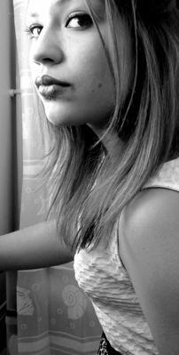 > L'adolescence est l'âge où les enfants commencent à répondre eux-mêmes aux questions qu'ils posent.