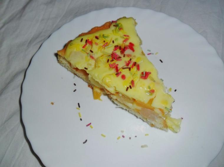 Gâteau au cocktail de fruits et crème pâtissière pas très cher lol