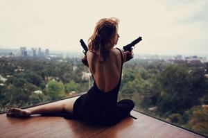 2 : On peut obtenir beaucoup plus avec un mot gentil et un revolver, qu'avec un mot gentil tout seul.