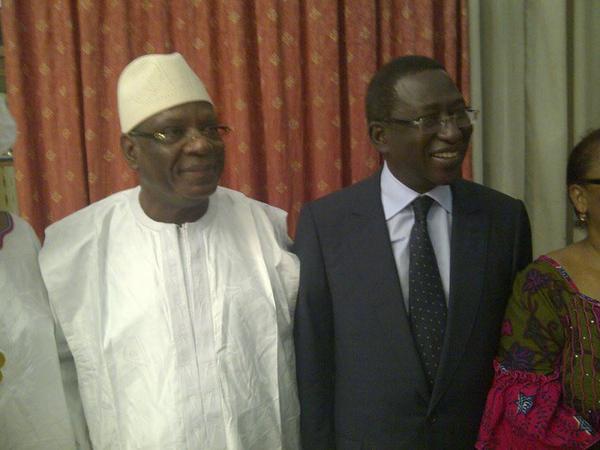 ou sont les maliens qui voulaient se tuer, s'exterminer? il est temps qu'on comprenne ce veut dire démocratie. en voici une belle leçon! vive le Mali !