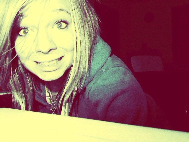 Je suis pas la meilleure loin de là, mais quand j'aime une personne je ne l'oublie pas <3