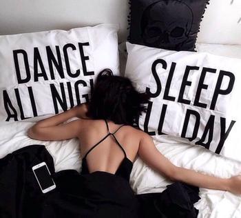 Tu ne réalises pas à quel point tu aimes dormir jusqu'à ce que tu doives te réveiller le matin.